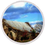Country Barn Round Beach Towel