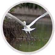 Egret In Flight Round Beach Towel