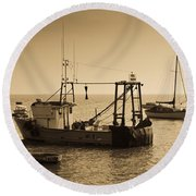 Fishing Boats Leigh On Sea Round Beach Towel