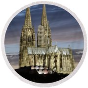 High Cathedral Of Sts. Peter And Mary In Cologne Round Beach Towel