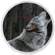 Howling Tundra Wolf Round Beach Towel