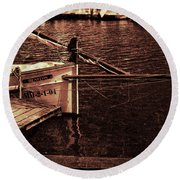Round Beach Towel featuring the photograph Lil Kiss by Pedro Cardona
