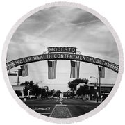 Modesto Arch With Flags Round Beach Towel