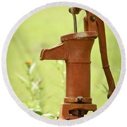 Old Fashioned Water Pump Round Beach Towel