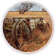 Old Wagon In Field Round Beach Towel