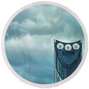 Strata Tower In London Round Beach Towel