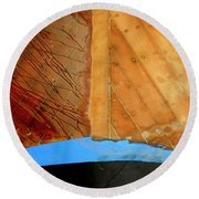 Round Beach Towel featuring the photograph The Face by Pedro Cardona