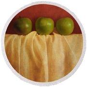 Trois Pommes Round Beach Towel