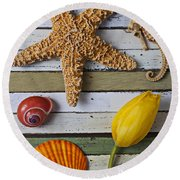 Tulip And Starfish Round Beach Towel