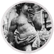 Courtyard Statue Of A Cherub French Quarter New Orleans Black And White Round Beach Towel