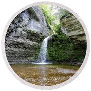 Eagle Cliff Falls In Ny Round Beach Towel