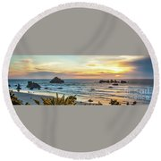 Face Rock At Sunset Round Beach Towel