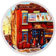 Fairmount Bagel In Winter Round Beach Towel