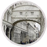 Gondolas Going Under The Bridge Of Sighs In Venice Italy Round Beach Towel