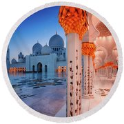 Night View At Sheikh Zayed Grand Mosque, Abu Dhabi, United Arab Emirates Round Beach Towel