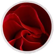 Red Rose Vi Round Beach Towel