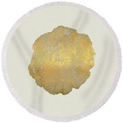 Rings Of A Tree Trunk Cross-section In Gold On Linen  Round Beach Towel
