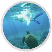 Snorkeler Female Sea Turtle Round Beach Towel