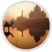 Taj Mahal At Sunrise Round Beach Towel