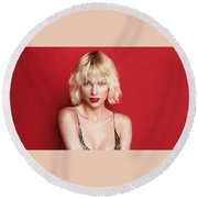 Taylor Swift Vogue Cover Girl 2016 Round Beach Towel