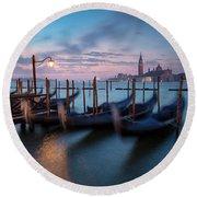 Round Beach Towel featuring the photograph Venice Dawn by Brian Jannsen