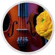 Violin And Ranunculus Round Beach Towel