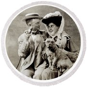 1900 Happy Young Couple Round Beach Towel