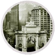 1919 Flatiron Building With The Victory Arch Round Beach Towel by Jon Neidert