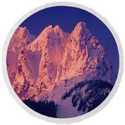 1m4503-a Three Peaks Of Mt. Index At Sunrise Round Beach Towel