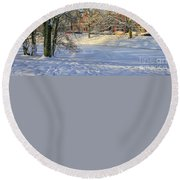 Beautiful Park In Winter With Snow Round Beach Towel