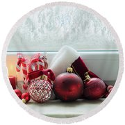 Christmas Windowsill Round Beach Towel