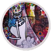 Round Beach Towel featuring the painting Day Of The Dead Bride by Pristine Cartera Turkus