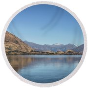 Lake Wanaka In New Zealand Round Beach Towel