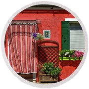 Picturesque House In Burano Round Beach Towel