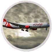 Air Canada Rouge Boeing 767-35h Round Beach Towel