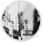 Statue Of Liberty, Paris Round Beach Towel