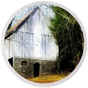 A Hidden Barn In West Chester, Pa Round Beach Towel