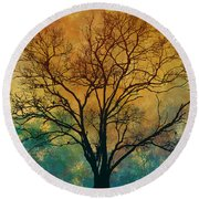 A Magnificent Tree Round Beach Towel