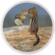 A Quick Kiss Round Beach Towel