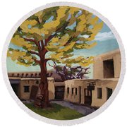 Round Beach Towel featuring the painting A Tree Grows In The Courtyard, Palace Of The Governors, Santa Fe, Nm by Erin Fickert-Rowland