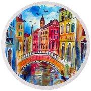 A Venetian Bridge  Round Beach Towel
