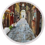 Round Beach Towel featuring the painting Alley On Parangon In Venice by Jan Dappen