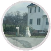 An Amish Snowman Round Beach Towel