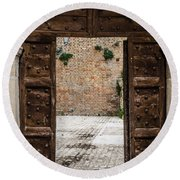 An Old Wooden Door 2 Round Beach Towel