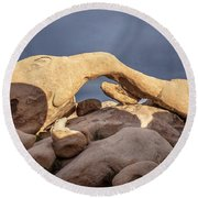 Arch Rock Panorama In Joshua Tree Round Beach Towel