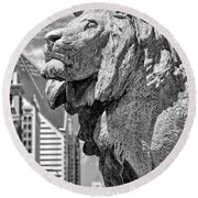 Art Institute In Chicago Lion Black And White Round Beach Towel