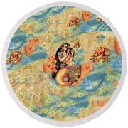 Aanandinii And The Fishes Round Beach Towel