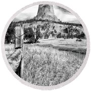 August At Wyoming Devils Tower 02 Vertical Bw Round Beach Towel