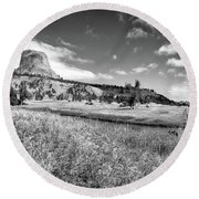 August At Wyoming Devils Tower Panorama 03 Bw Round Beach Towel