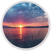 Round Beach Towel featuring the photograph August Eye by Jan Davies